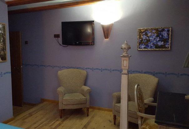 habitación morada3.jpg