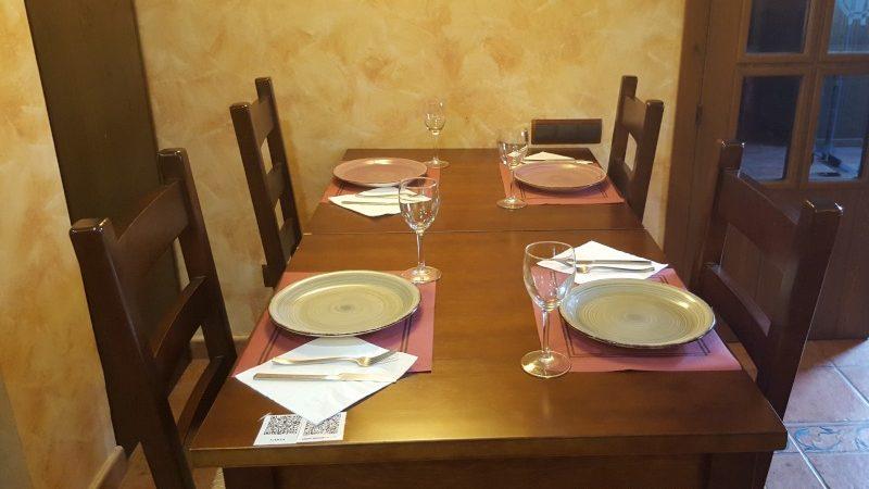 mesa-del-comedor-menu-qr-abuelo-rullo